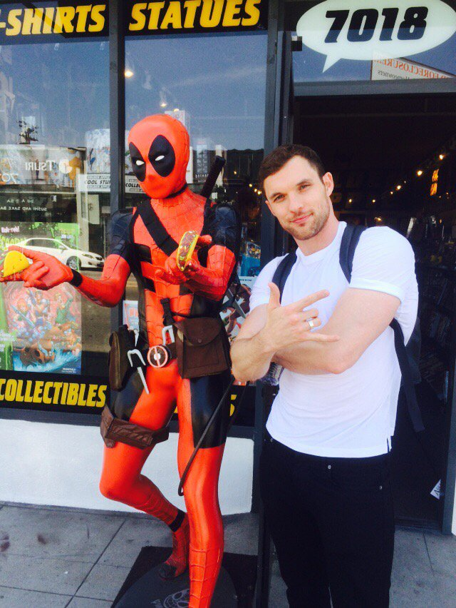 Today @deadpoolmovie villain @edskrein dropped by to say hi to his nemesis #AJAX #onlyinhollywood https://t.co/cYqqrOBuAL