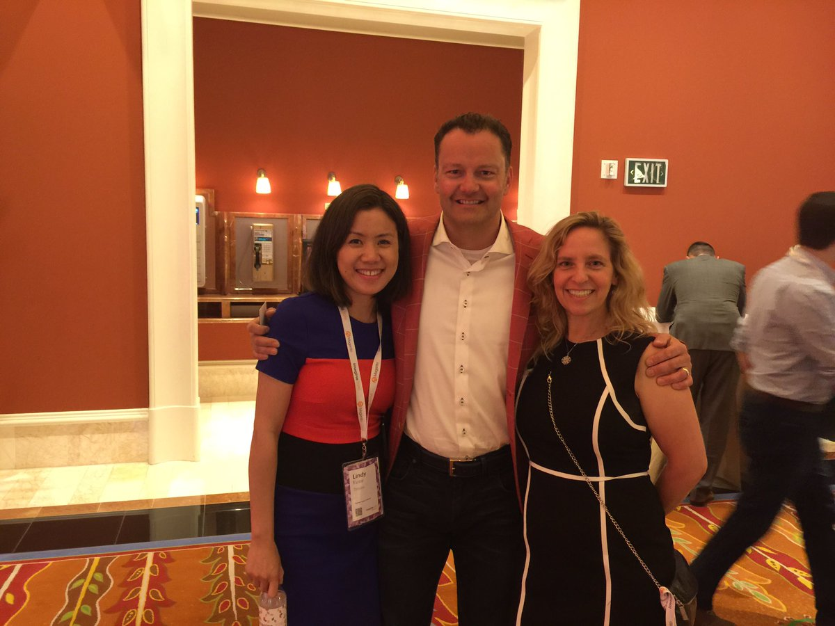 lindykyaw: Hanging out with cool ones #magentoimagine https://t.co/hRy8eJJcf0