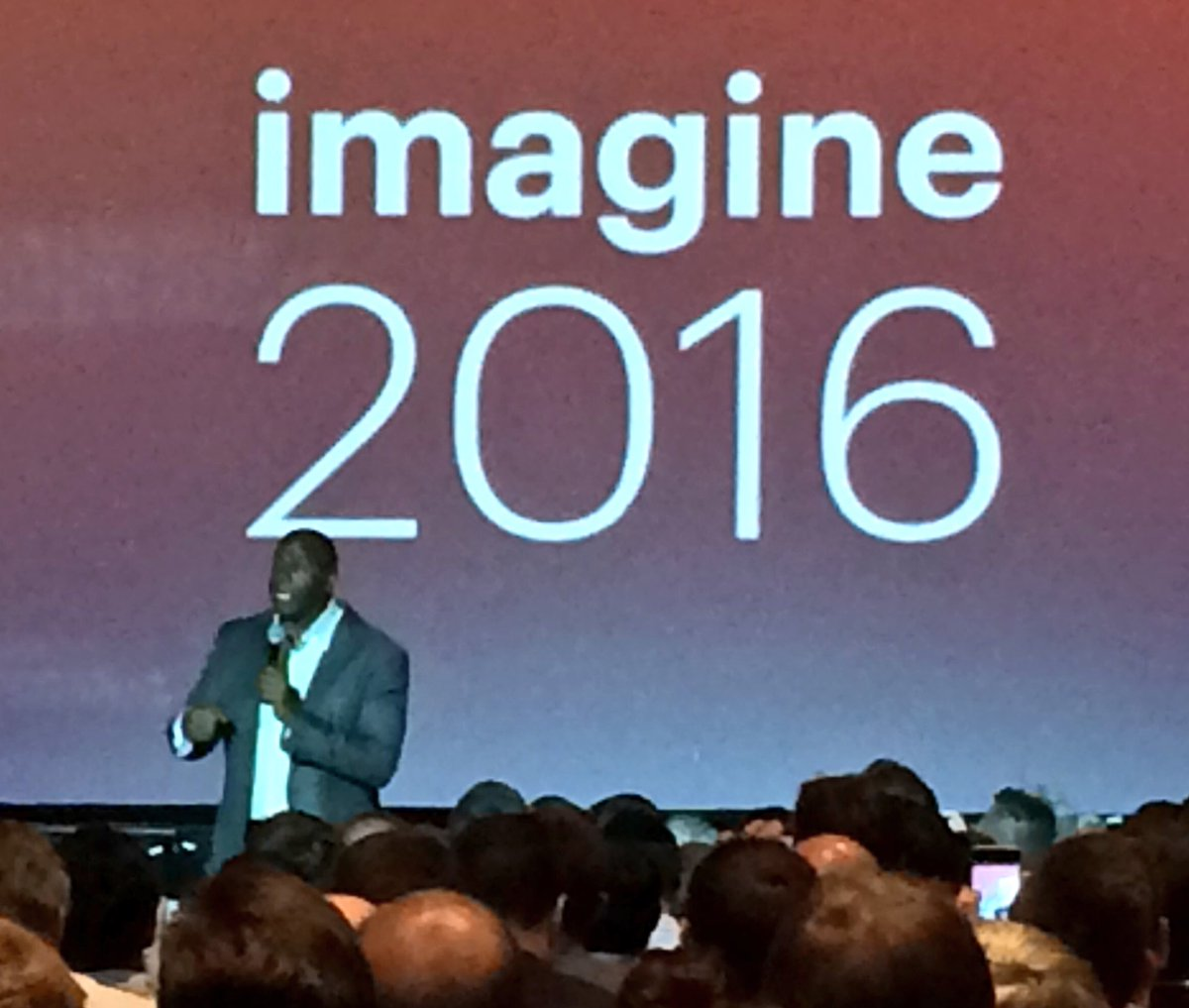 benjaminrobie: Mr. Magic Johnson #MagentoImagine https://t.co/TZQorUs8XI