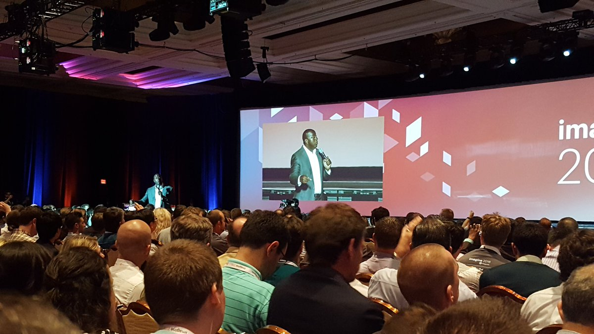 val_lewandowski: @MagicJohnson! At #ImagineCommerce https://t.co/P1ZqSTq1kN