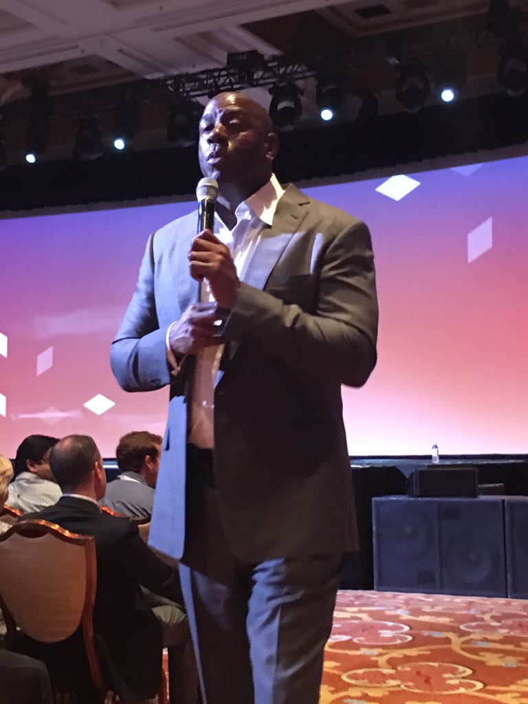 DCKAP: Magic Johnson Up-Close #MagentoImagine https://t.co/5cSZoymDyp