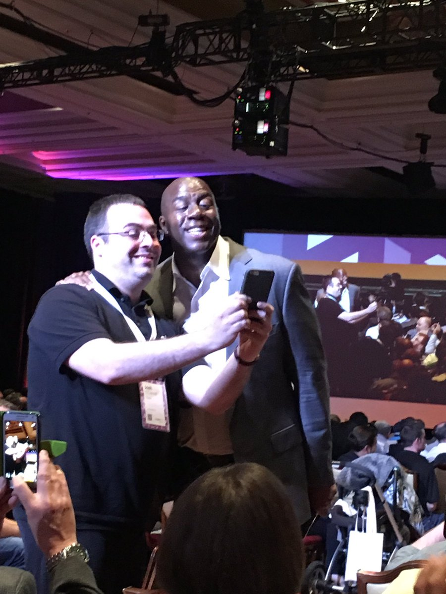 pixafy: Magic asked our very own @jjofriends to take a selfie! #MagentoImagine https://t.co/SCWMYPMTgo
