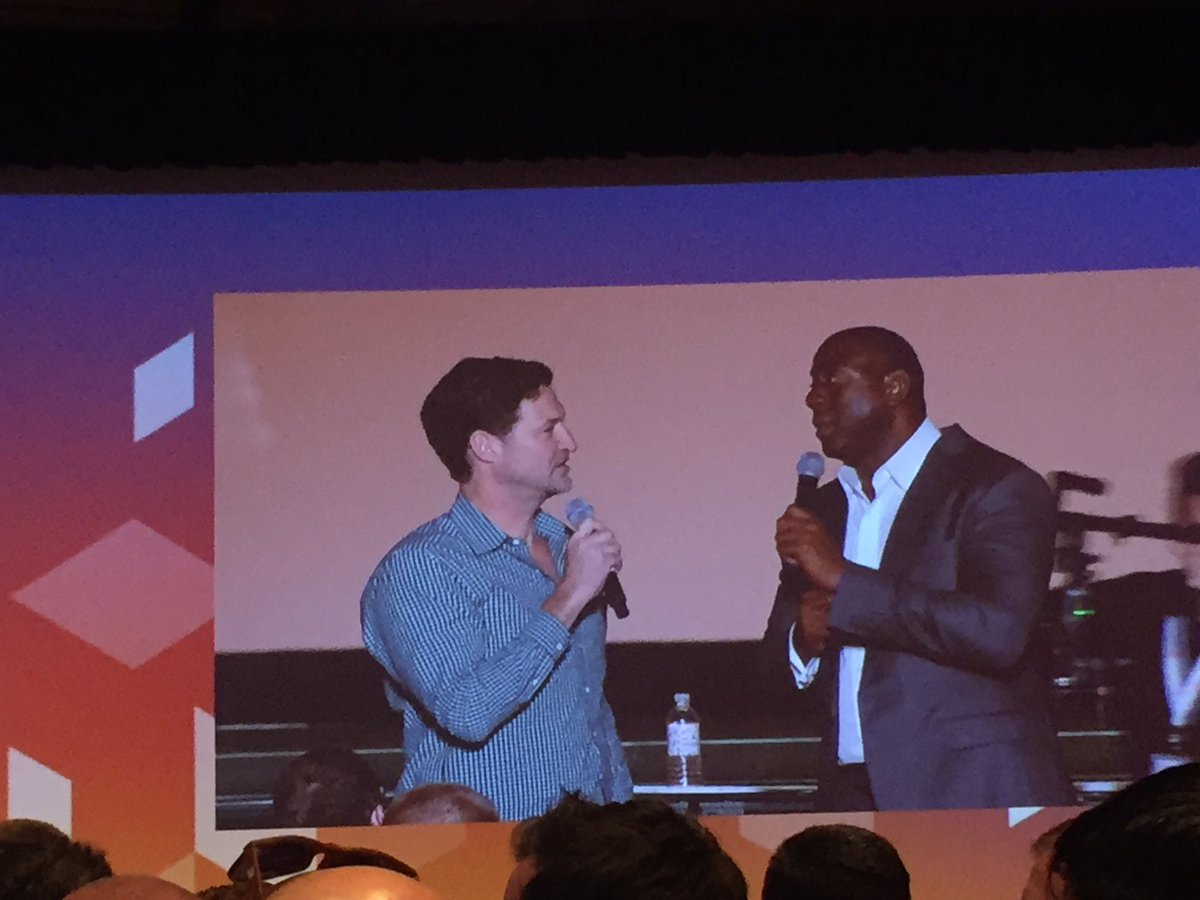 vaimoglobal: @mklave1 and @MagicJohnson are talkin' weights and cardio #MagentoImagine #Vaimo https://t.co/EaI6QK6LM6
