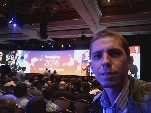 rodrigowebjump: @magento #MagentoImagine  Just a few a minutes to start the keynote https://t.co/61CUSYjDJz