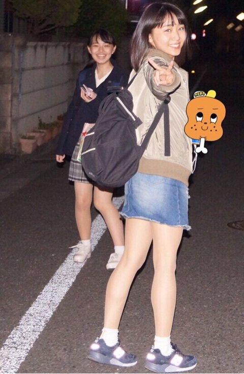 室田「私、肩出しとかへそ出しが好きなんです」勝田「夏は隠すとこだけ隠してるファッション。出ちゃいけないとこだけ隠してるみたいな」->画像>98枚