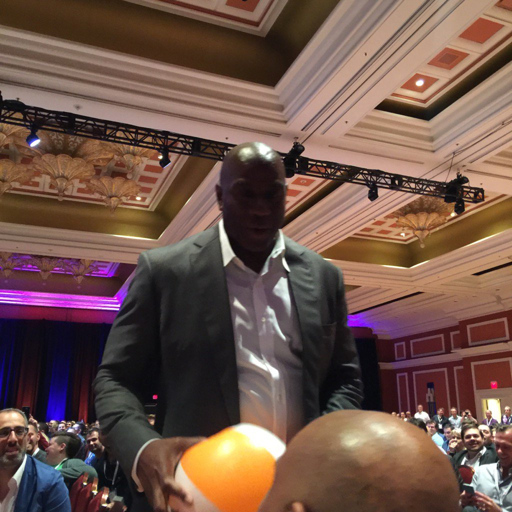 JoshuaSWarren: Whoa - @MagicJohnson is carrying the @Creatuity beachball around the room! How awesome is that? #MagentoImagine https://t.co/MMz04JEVEn