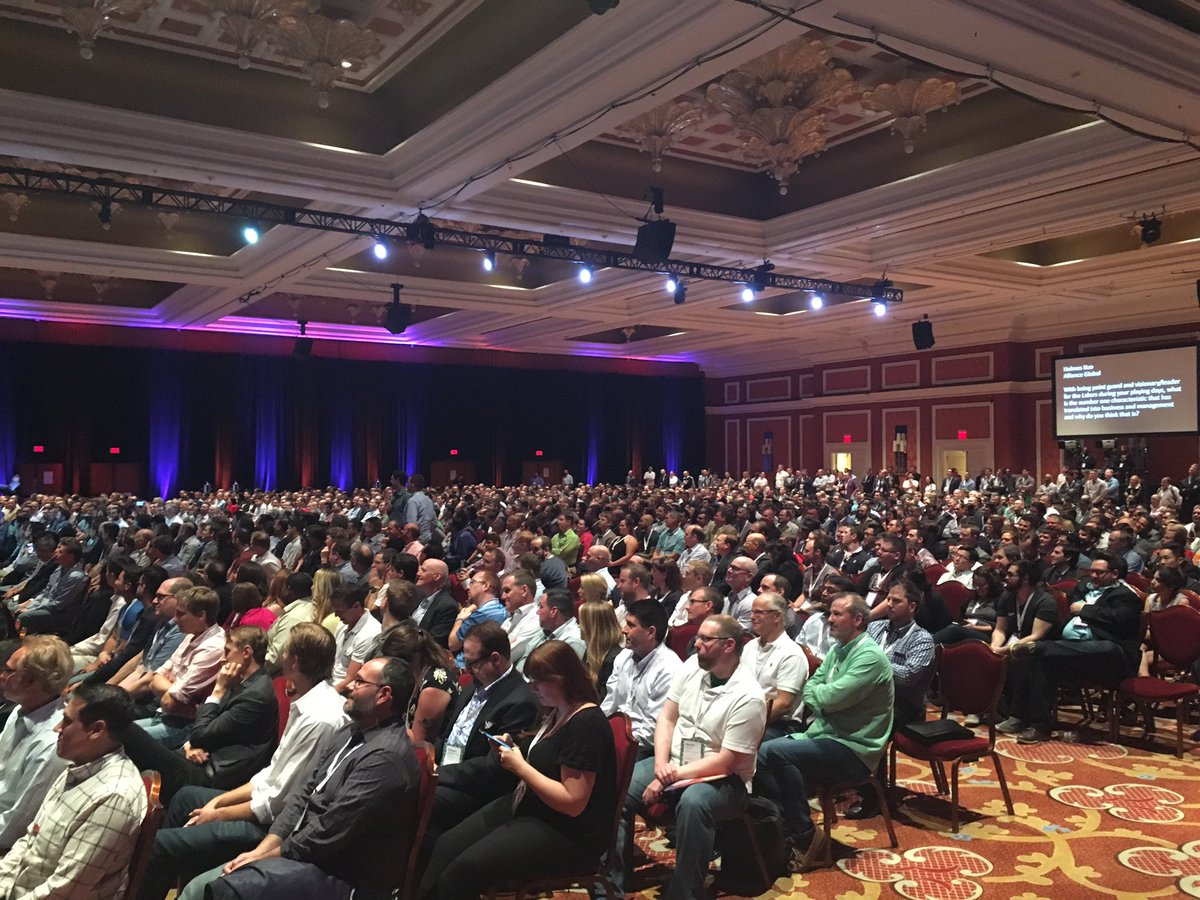 magento: That's a wrap! Thanks so much to @MagicJohnson. It was a packed house at #MagentoImagine tonight https://t.co/LrCZBriE4p