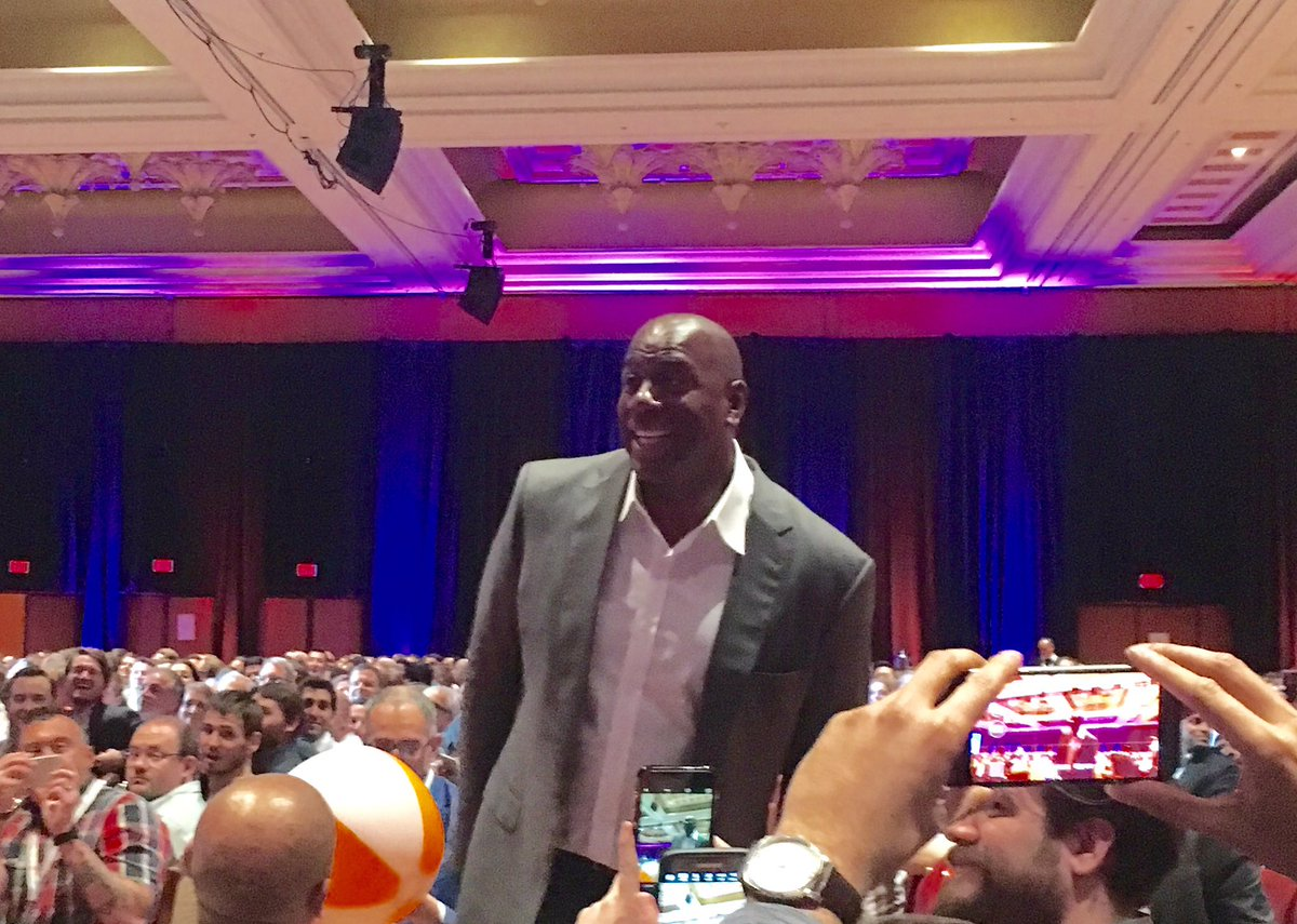 brettwillis: It's not everyday you get to meet a legendary NBA all star! I give Magic Johnson. #MagentoImagine @dotmailer https://t.co/x5Plc92GlL