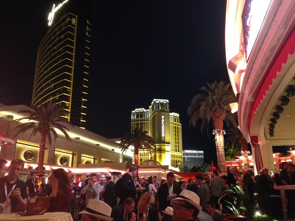SheroDesigns: Nice spot for a party! #MagentoImagine https://t.co/cI98oFcMVw