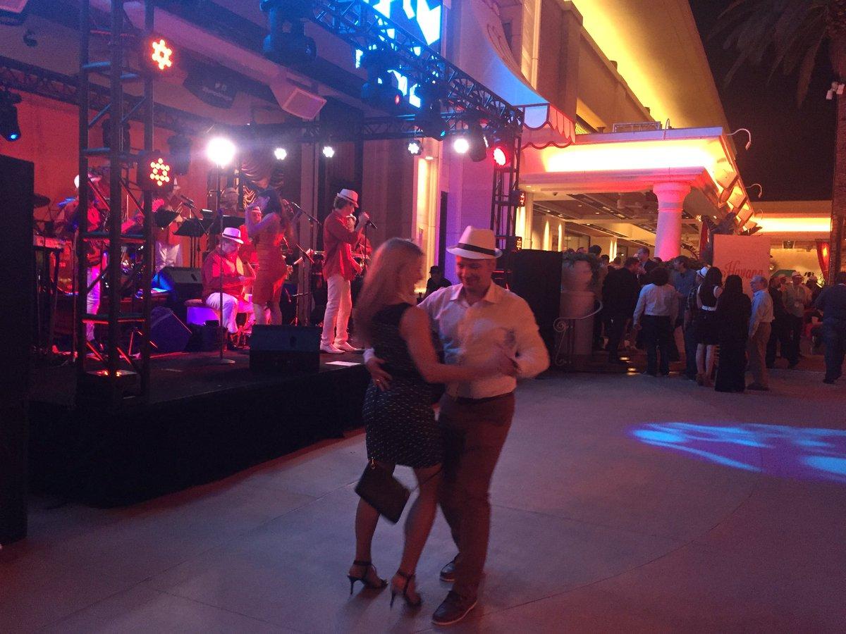 vaimoglobal: Vaimoers always take center stage #MagentoImagine #Vaimo https://t.co/9RfoI4Nopb