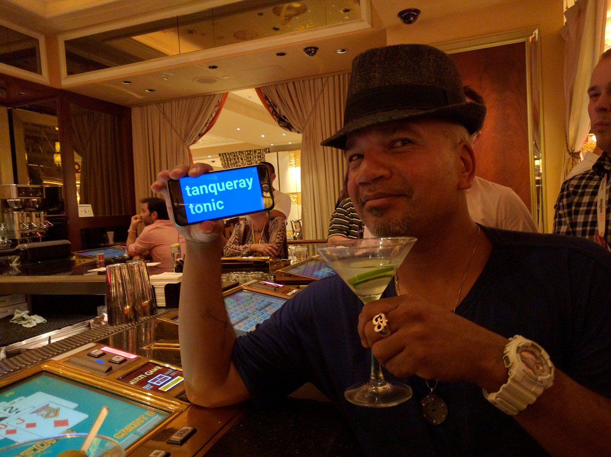psyberware: Doin' it up all classy like w/ @djrafaeldlc #MagentoImagine https://t.co/6IBvGcX96s