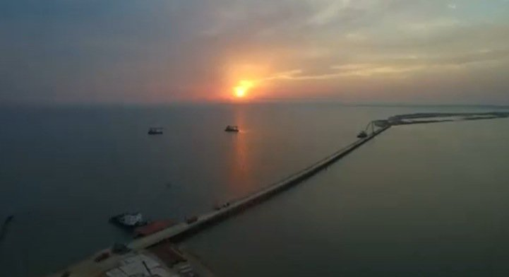 Video: Russia pushes ahead with 19km bridge to Crimea