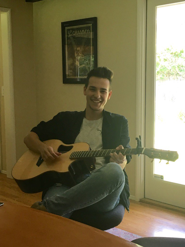 Just met a talented young singer-songwriter. Watch out for @JacobWhitesides https://t.co/Avkjy4Gpym
