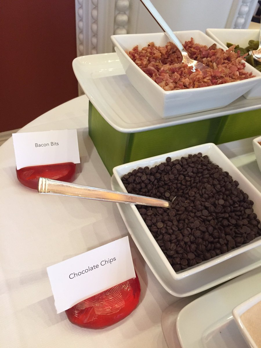 annhud: In what world should #bacon and #chocolate chips be toppings together? #VEGAS. #MagentoImagine https://t.co/uvBi4QyP1M