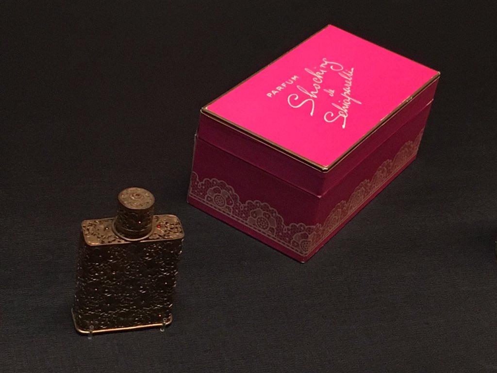 ファッションデザイナー、スキャパレリの香水瓶。彼女が発表した香水のこの箱がショッキング・ピンクという色の名のはじまり。#MuseumWeek #ミュージアムウィーク #polamuseum https://t.co/V8scA3RJ7y