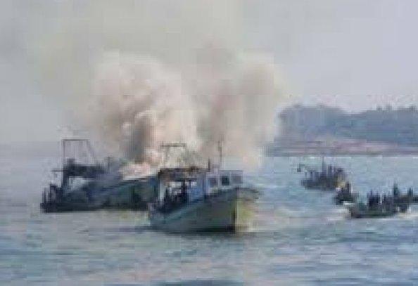 Israeli Navy Sinks A Palestinian Fishing Boats In Southern Gaza https://t.co/Gpei1460b0 https://t.co/NRtiFby656