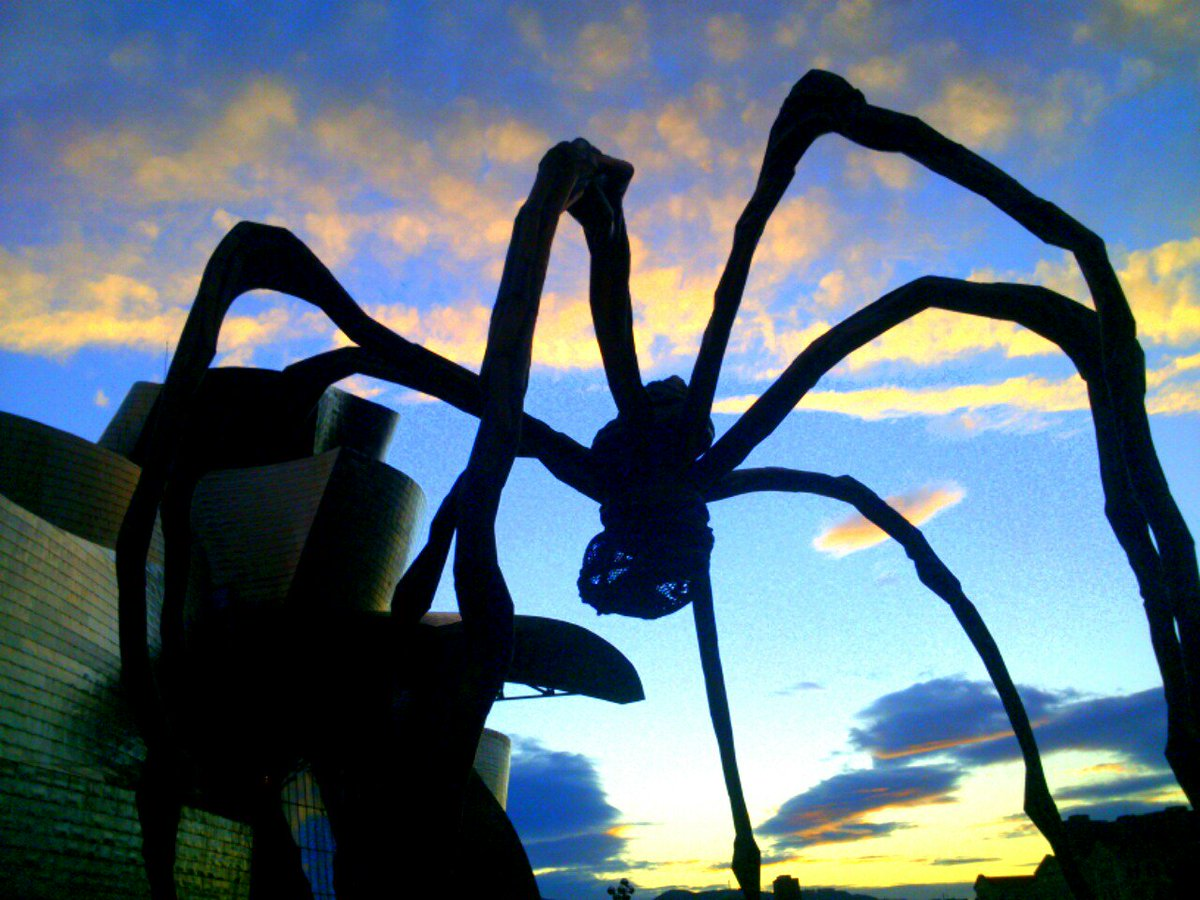 Sunset art... Louise Bourgeois @MuseoGuggenheim #ZoomMW #MuseumWeek https://t.co/xE3Y1r4oDG