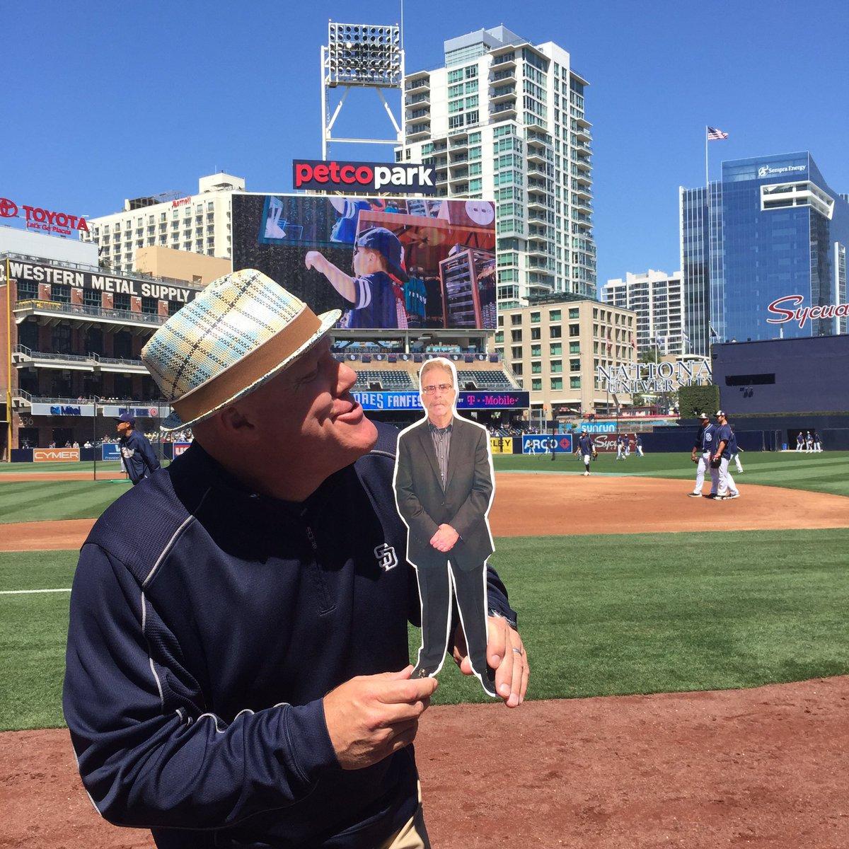 RT @ThreeBZine: #FlatRonnie spending his day at @Padres FanFest today w/ @Mudcat55! Hey Now! @sternshow @rmlimodriver69 #SternShow https://…