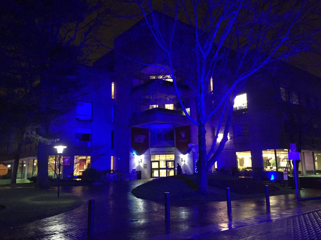 The @Harvard campus is blue tonight, in honor of #WorldAutismAwarenessDay! @autismspeaks #liub https://t.co/PQvTMT6mkJ