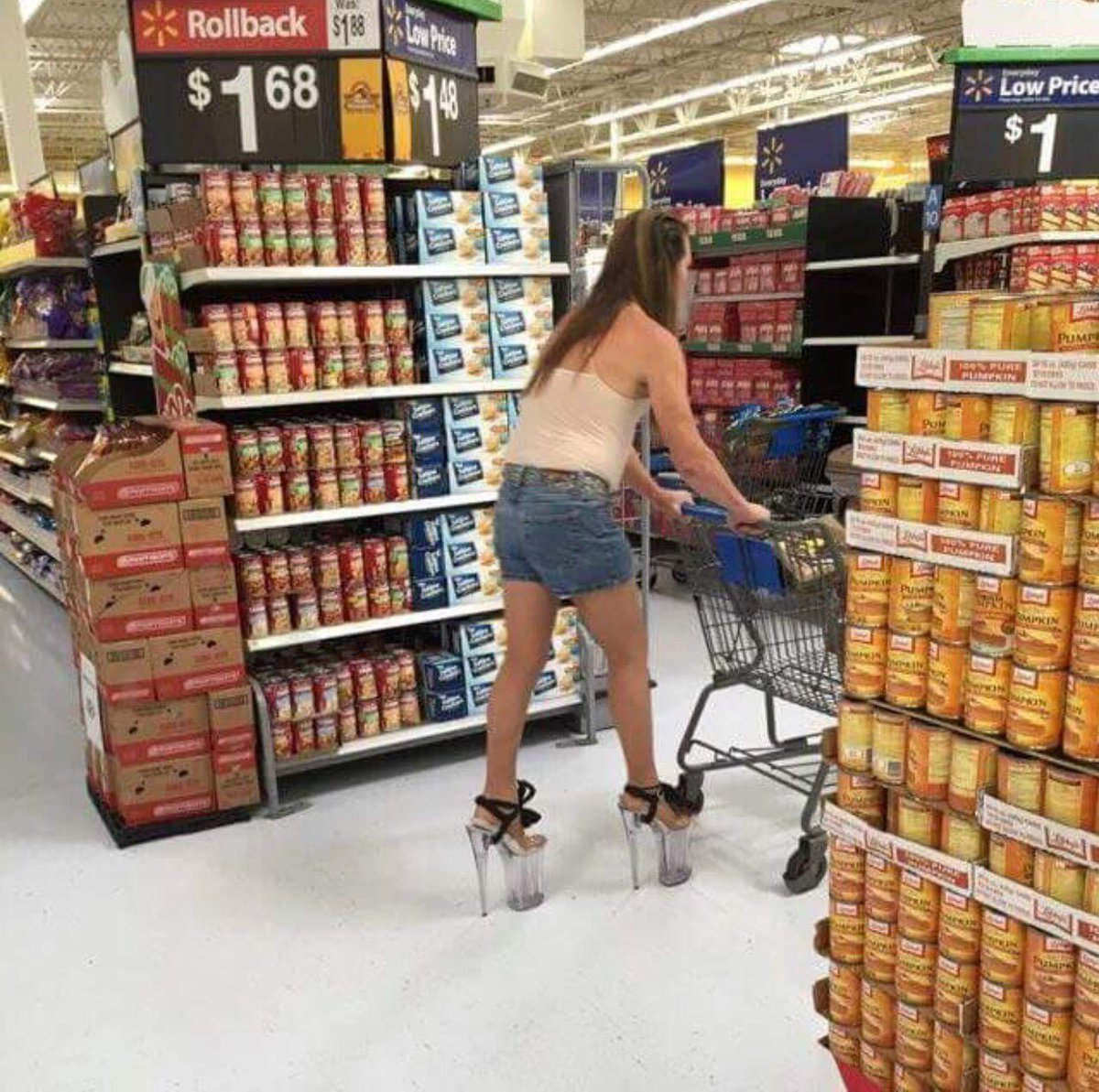 When you have to buy groceries at 6 but the Gaga concert is at 7 https://t.co/ChwEOY35Ib