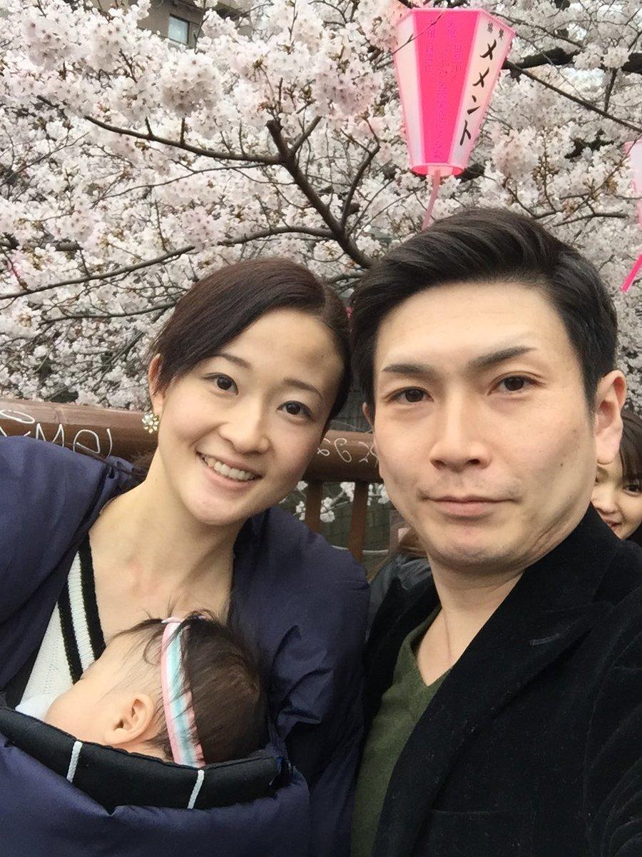 今日は娘にとって初の花見へ中目黒に☆桜を認識できているかは謎ですが、不思議そうに眺めていたような… 寝ている時の方が長かったです(^◇^;) 来年はどんな反応をするか今から楽しみです! いやぁ〜桜満開で本当に見事でした☆ https://t.co/ACu8idrgJQ