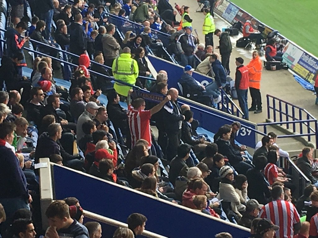 What a muppet a #saintsfc fan with a LCFC scarf https://t.co/vQM80xRveR