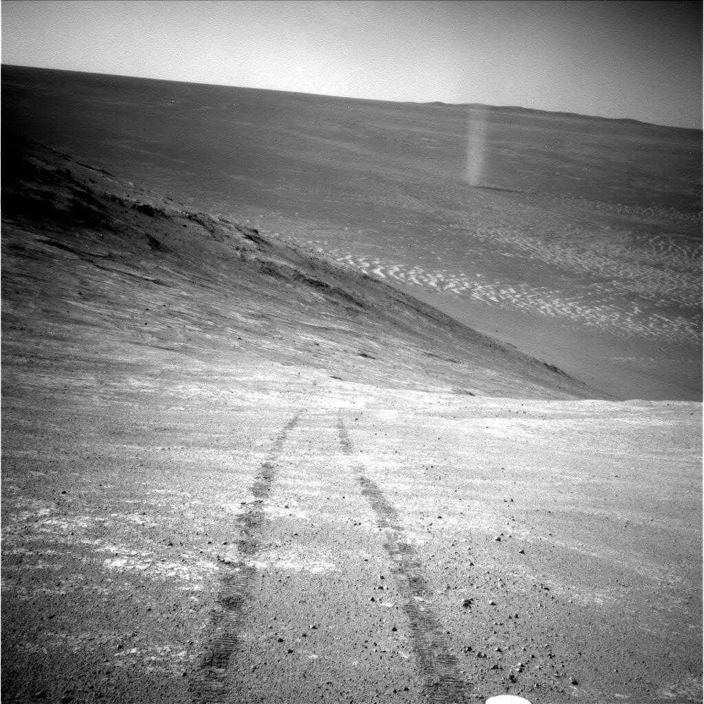 Martian Still Life: Opportunity rover tracks + dust devil, Endeavour Crater, Mars, sol 4332 https://t.co/qPIvzESUu6 https://t.co/sGDmrMHbVt