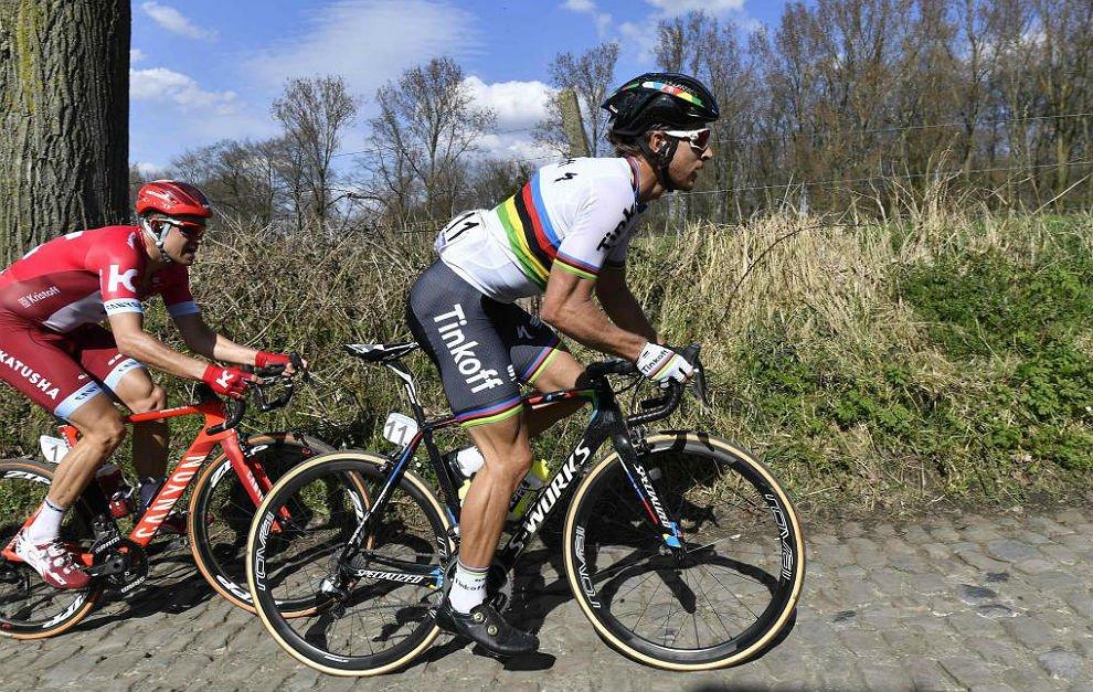 El arco iris Peter Sagan gana su primer monumento