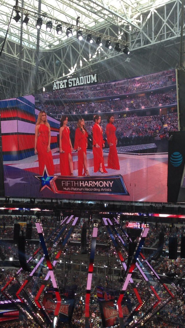 . @FifthHarmony delivering nice rendition of America the Beautiful at @ATTStadium to kick off #WrestleMania !! #WWE https://t.co/gMDPHciHYG
