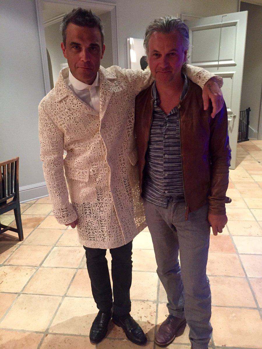 Me and @robbiewilliams just about to go out to celebrate the new album which is close to being finished https://t.co/7lRqcdxVTn