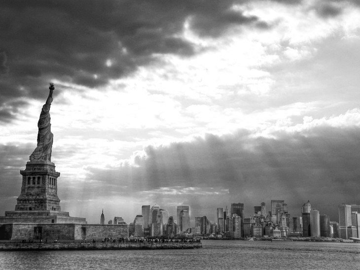 RT @hitRECord: Lady Liberty in black and white -- https://t.co/WfEtcn3eMr https://t.co/uJLTkP1dCB