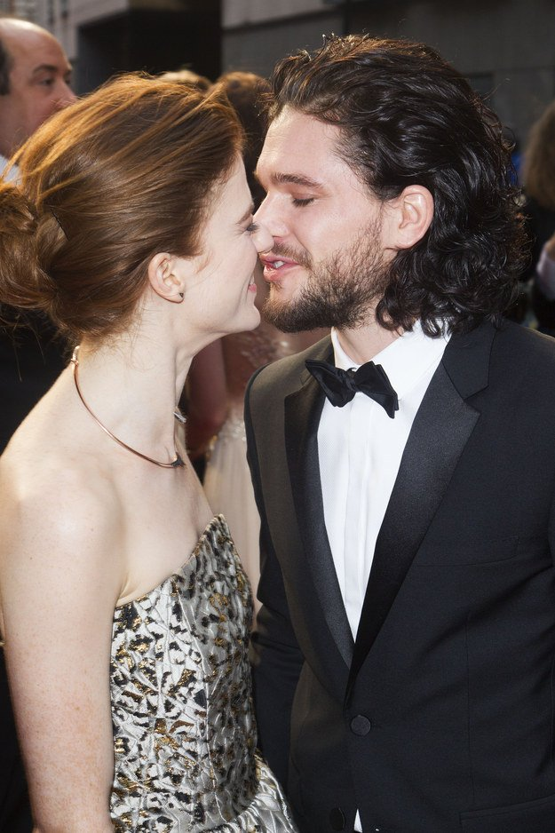 JON SNOW + YGRITTE 4EVER https://t.co/5VypghnWT8 https://t.co/gEwF3cOLiO