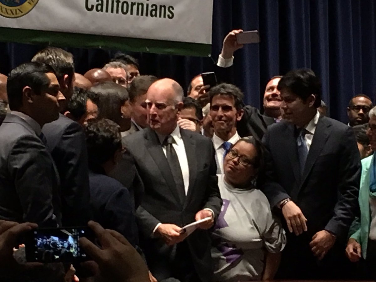 Crowd erupts as @JerryBrownGov signs historic bill #FightFor15  Proud to watch #CA lead the nation for workers . https://t.co/PUHqmS4AiF