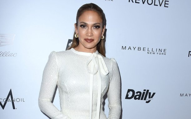Jennifer Lopez teases new single 'Ain't Your Mama': 🎶