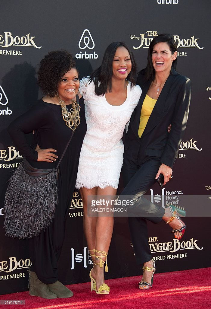 Check out @Angie_Harmon at the #JungleBook premiere in LA with @GarcelleB, @YNB, & THOSE @gucci shoes! https://t.co/nbrOoGHoGv