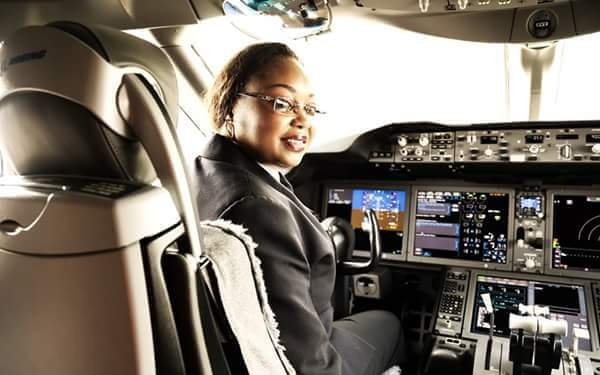 La pilote Irène Koki Mutungi 1ere africaine commandant de bord d'un 787 Dreamliner. Elle vole pour