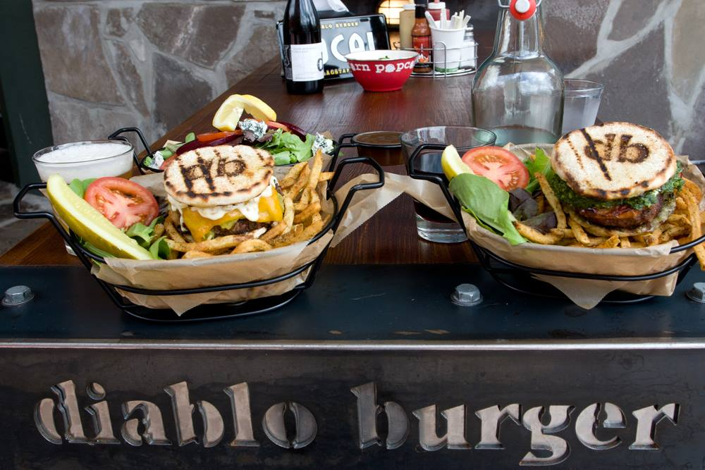 AZ GIVES Hourly Giveaways! Retweet OR Donate this hour to win $60 to Diablo Burger. Donate: https://t.co/WLEPVKvhil https://t.co/Rk1sTBVmkr