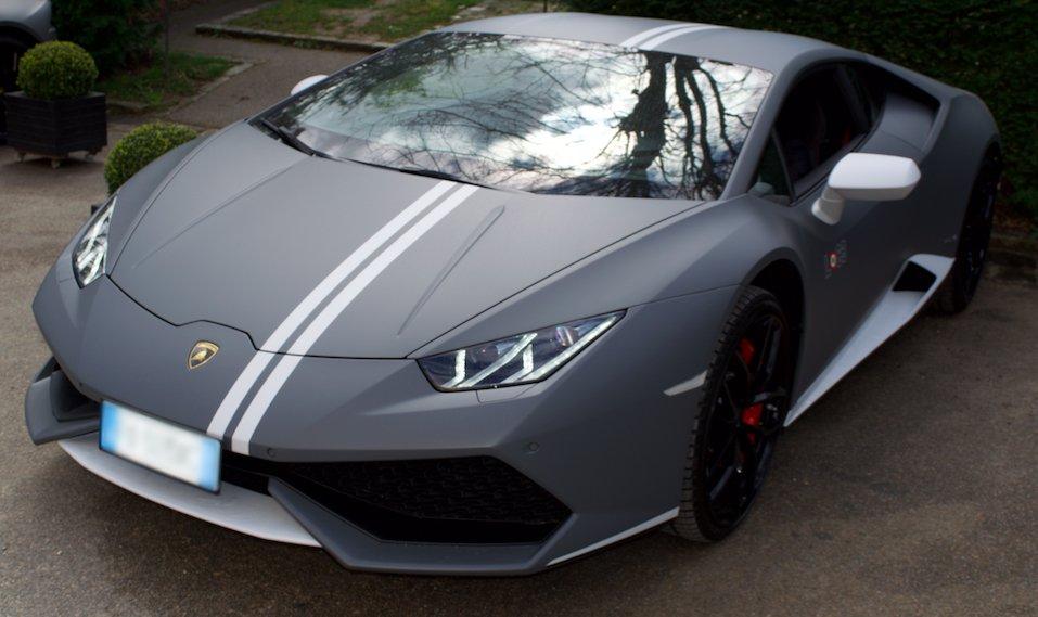 Grace, beauty & power. The @Lamborghini Huracán Avio looks right at home at @TrianonPalace. #WaldorfDrive #NYTLuxury https://t.co/eAQ3bd0mbK