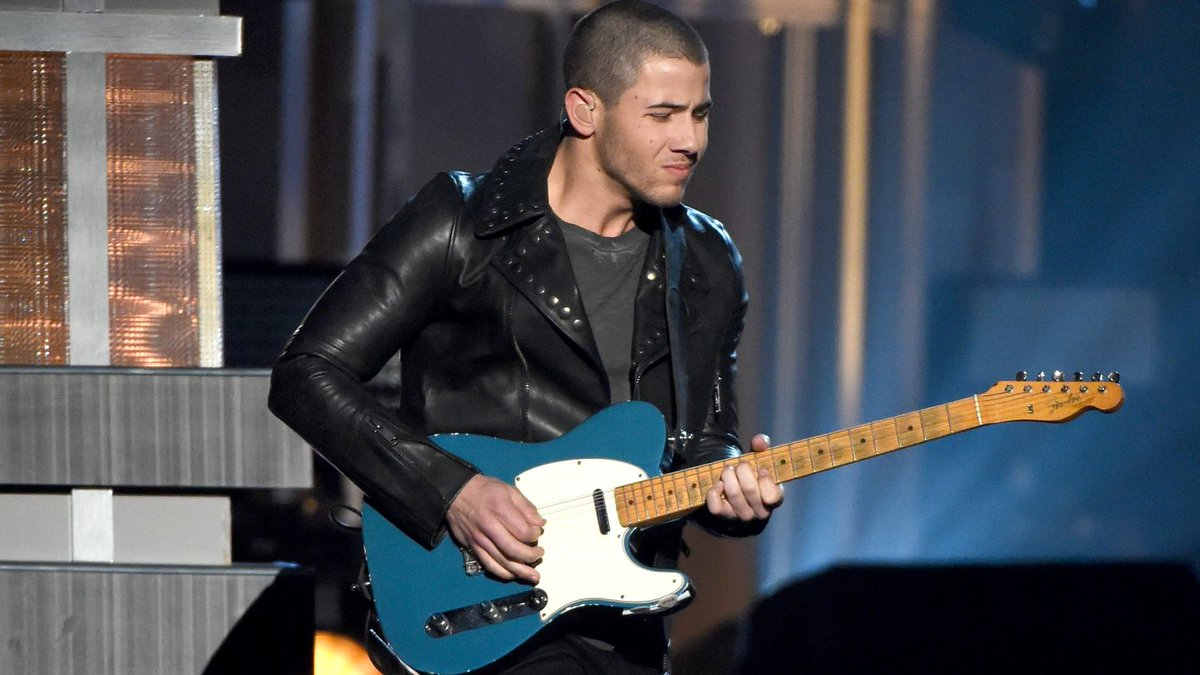 Nick Jonas Says That Painful Guitar Solo At The ACM Awards Was A 'Brain Fart'