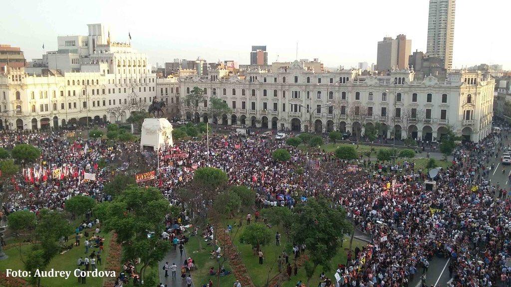 Cuando recién empezaba la hermosa marcha pacífica #KeikoNoVa + de 50 mil peruanxs q aman al #Peru #KeikoNoVa  https://t.co/egnyMiwFfL