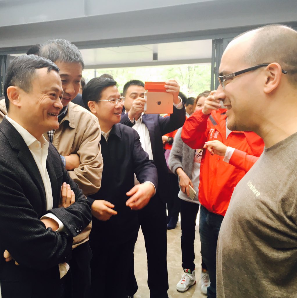Jack Ma from @AlibabaGroup popped by to see entrepreneurs during @500Startups #GoAP in Dream Town. cc: @davemcclure https://t.co/0t1Qqwak3Q