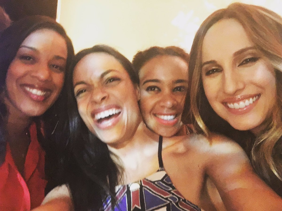 About last night.. A little #CrewLove with @rosariodawson and the girls... Such a dope spirit and energy.  #Hispz16 https://t.co/lV5qMCdCYQ