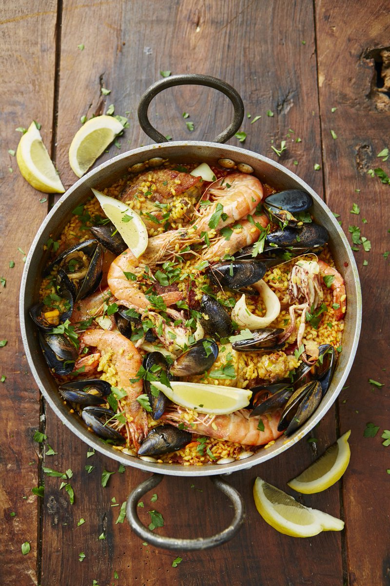 Today's #RecipeOfTheDay has a bit of everything! Comforting & flavoursome paella: https://t.co/9X28qvXVC2 https://t.co/Tt6MtALXQ4