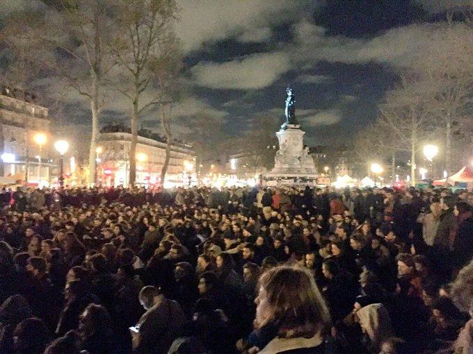 Deux façons de voir la France ce soir : #NuitDebout  vs. #EnMarche  Pas le même public à vue d'oeil