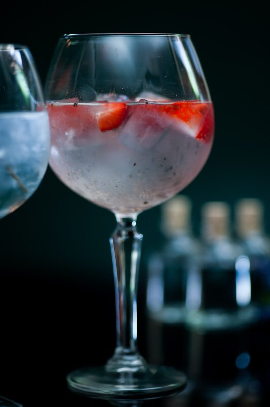 Who knew the combination of black pepper and strawberries would be so beautiful? #ginexperience #gin #ginlover https://t.co/DOwkOj0JqS