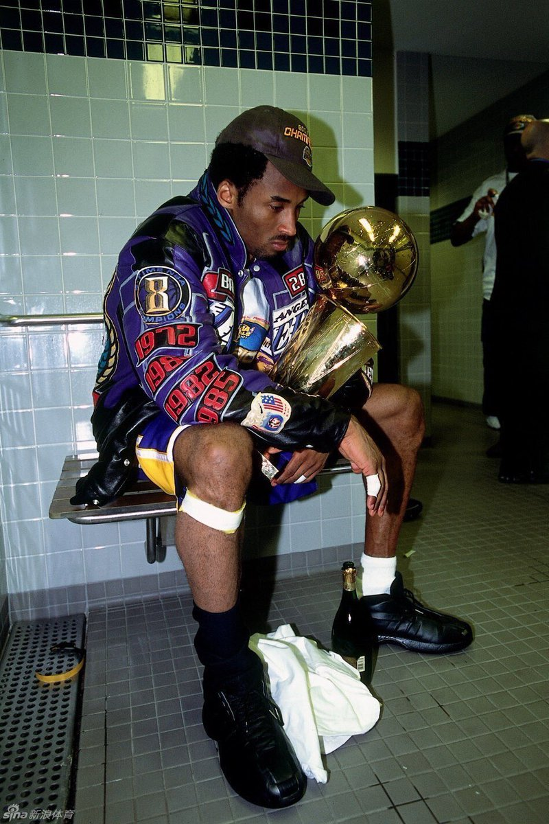 Me, today... #MambaOut #ThankYouKobe #Legend https://t.co/G32nJubmkI