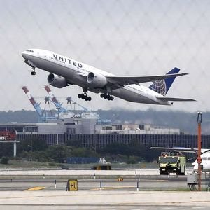 United, Delta drop New York-area slots