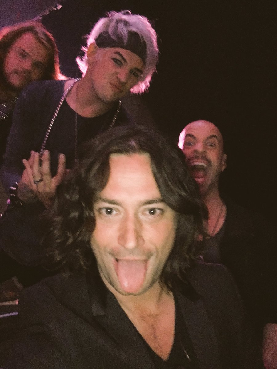 HELL YEAH!! Had the best time w/ these amazin' SLAYERS!! @CHRIS_Daughtry @DurbinRock @CalebJohnson @OfficialBoBice https://t.co/KW3Nvmr8cs