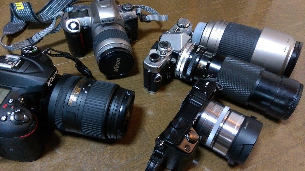 カメラ詳しい人、誰でも良いので左上のカメラの型式教えてください。 https://t.co/C5jyYy9Nbt