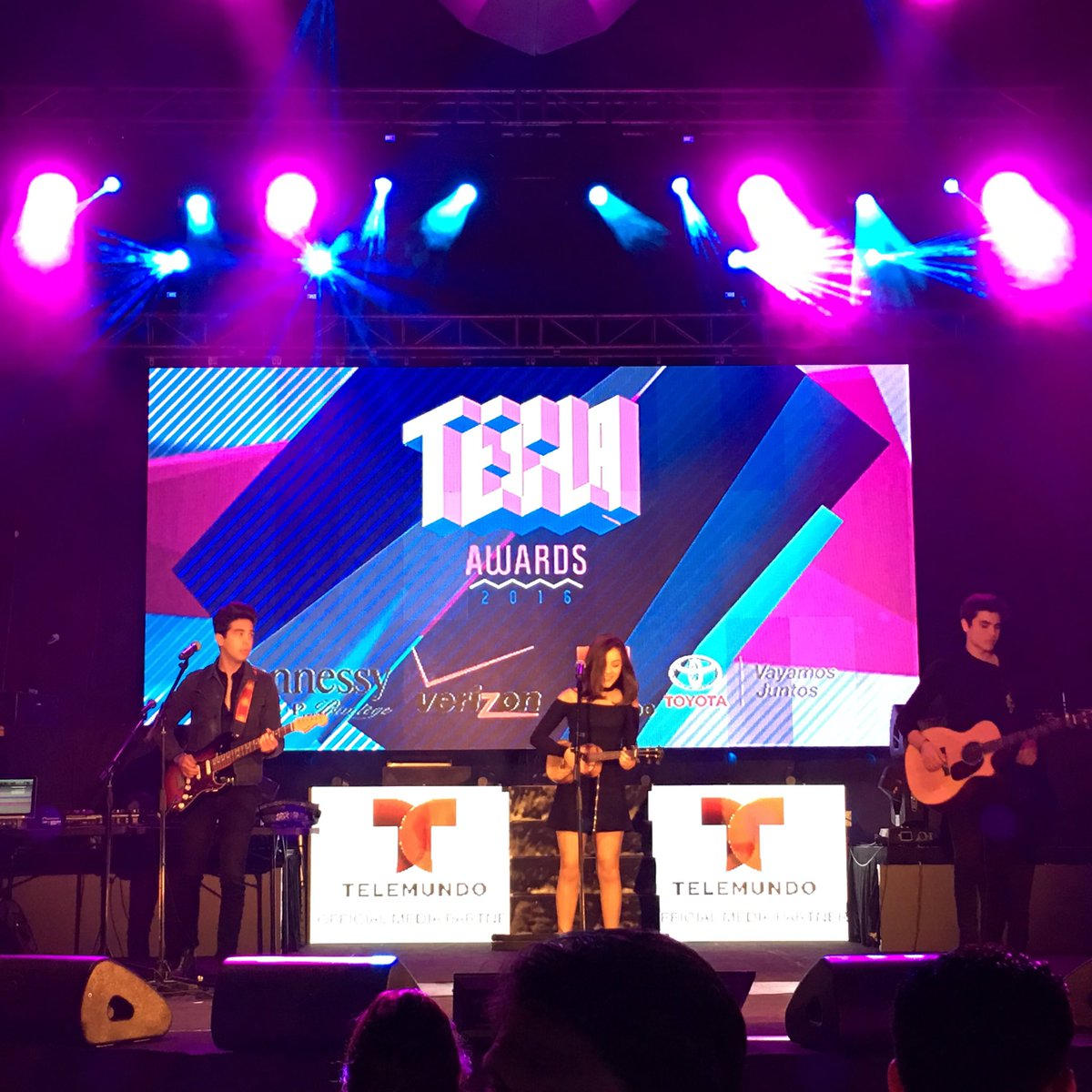 #TeclaAwards are underway! @VazquezSounds on stage now! #Hispz16 https://t.co/cpyLZmc3Ou